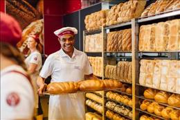 Bakery franchise opportunity with average weekly sales in excess of $18,000.