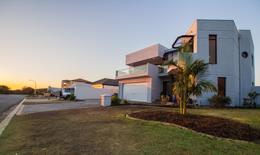 Investment - worthy Spacious Beachfront House - ABB