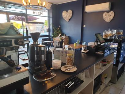 cafe-restaurant-boutique-strip-rent-only-384-per-week-3