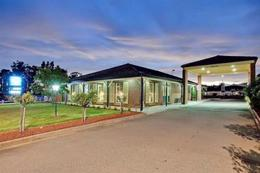 MOTEL LEASEHOLD FOR SALE  BEAUTIFULLY PRESENTED PREMIUM MOTEL IN STRONG MOTEL TO
