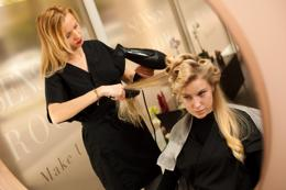 Fully managed franchise hair salon in Figtree shopping centre