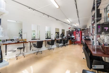 Boondal Hairdresser Established 20 Years in Busy Location
