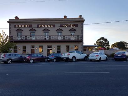 COURTHOUSE HOTEL SMYTHESDALE FOR SALE $299,500 (TM146)