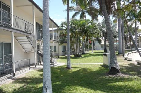WHITSUNDAYS- 17 RESIDENTIAL ACCOMMODATION UNITS QUEENS BEACH BOWEN QLD- 5-9 MARS