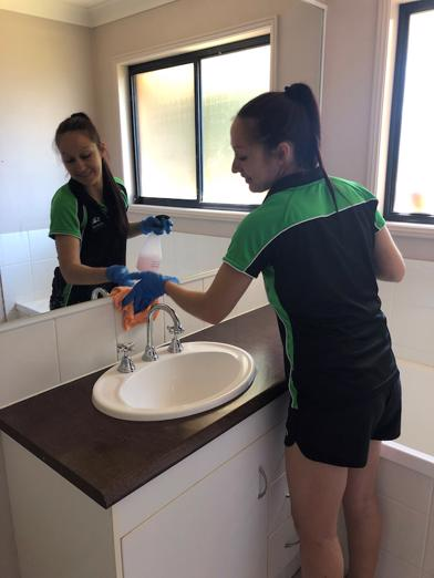 bond-cleaning-carpet-cleaning-and-pest-control-franchises-gold-coast-2