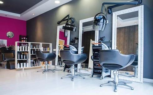 Busy and Stylish Hair Studio in Central Location