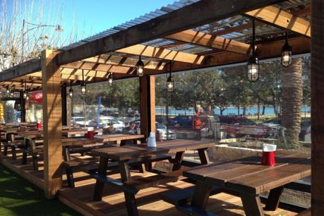 Alfresco/Cafe Blinds: Manufacturing & Installs