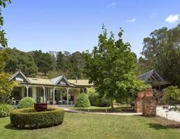 Stunning 4-Star Yarra Valley Accommodation with Dwelling (Our Ref: V1598)